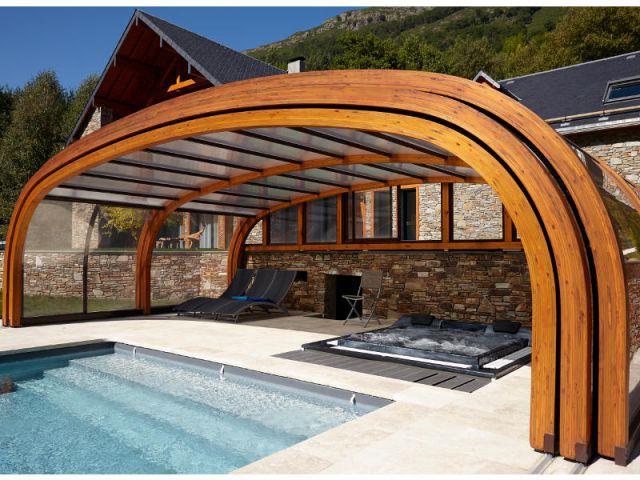 10 piscines d 39 int rieur pour se baigner toute l 39 ann e for Abri bois ouvert