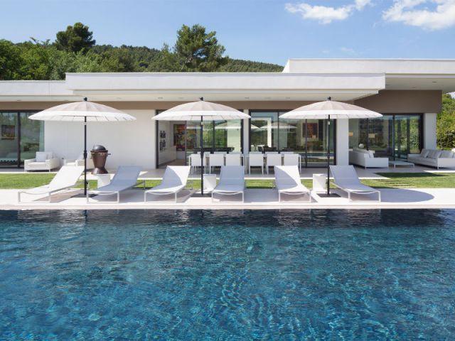 Maison d 39 architecte une villa moderne aux vues traversantes video - Villa d architecte moderne ...