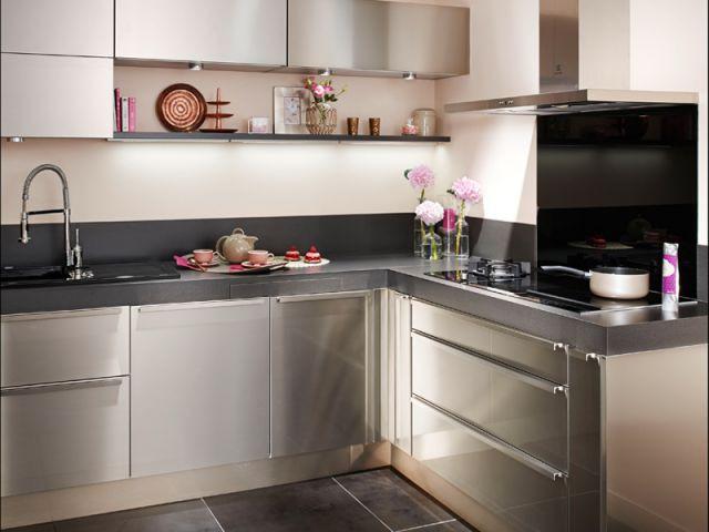 Une cuisine tout en inox maisonapart for Cuisines equipees lapeyre