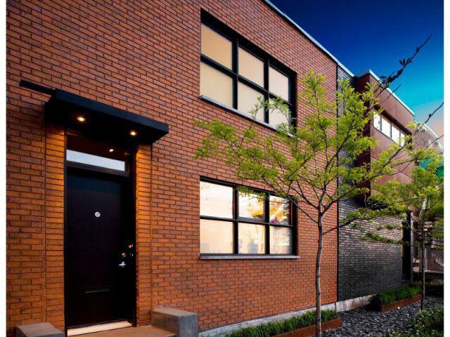 Un bâtiment existant et deux nouvelles constructions - Maison U