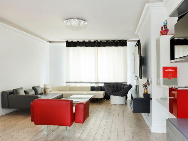 Un appartement fonctionnel et rafraichissant aux touches de couleurs pop