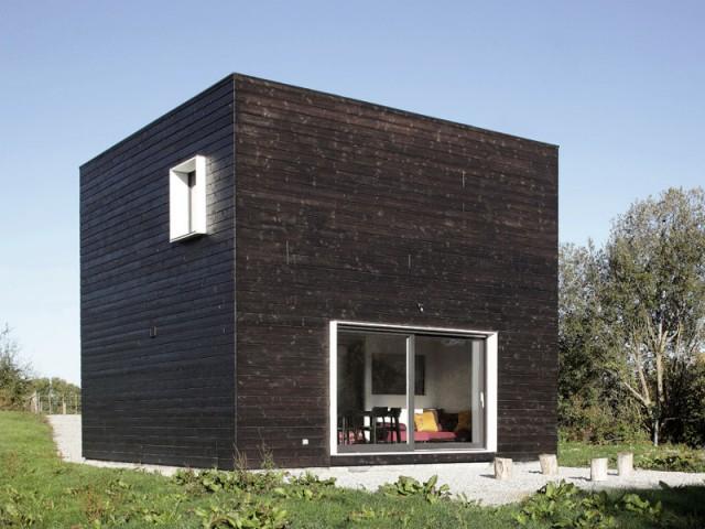 toiture fa ade ces maisons qui osent la diff rence. Black Bedroom Furniture Sets. Home Design Ideas