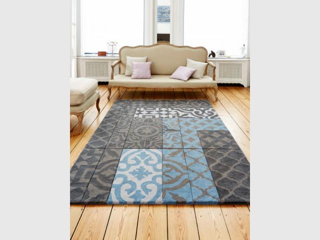 des carreaux de ciment en motif sur un tapis maisonapart. Black Bedroom Furniture Sets. Home Design Ideas