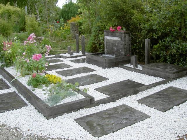 Inspirations un bassin pour mon jardin - Bordure bassin pierre rennes ...
