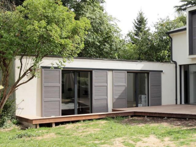Une suite parentale dans l'extension rénovée et végétalisée - Surélévation d'un pavillon francilien