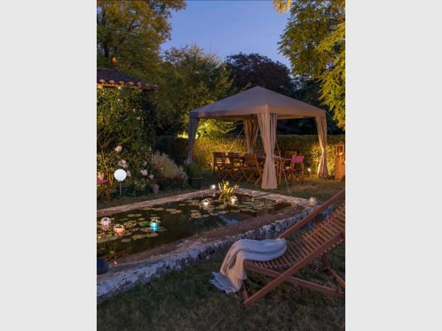 Des bornes solaires pour un jardin à l'ancienne - Eclairer son jardin l'été