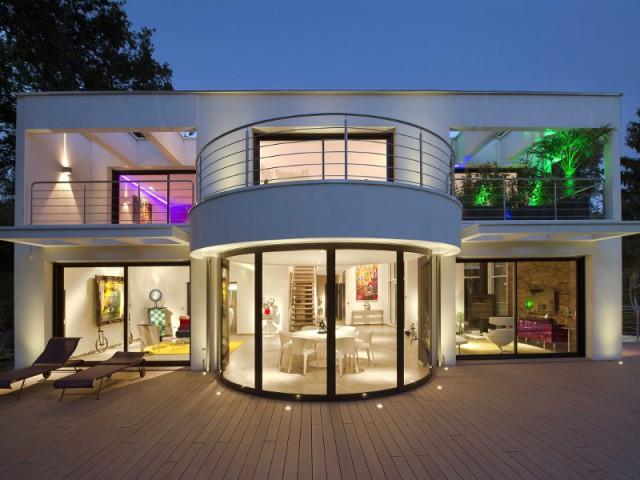 Fen tres baies vitr es ces maisons aux ouvertures for Modele maison vitree