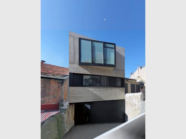 Une maison se fait une place dans le chaos urbain marseillais - Construction maison marseille ...