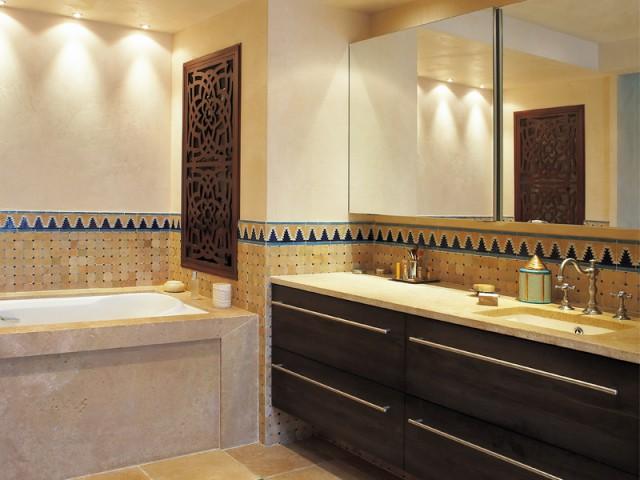 une salle de bains l 39 orientale d di e au bien tre. Black Bedroom Furniture Sets. Home Design Ideas