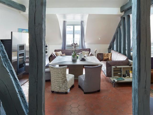 une salle manger hybride entre cuisine et salon. Black Bedroom Furniture Sets. Home Design Ideas