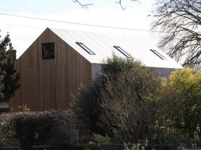 Une maison inscrite dans le paysage - maison surélevée