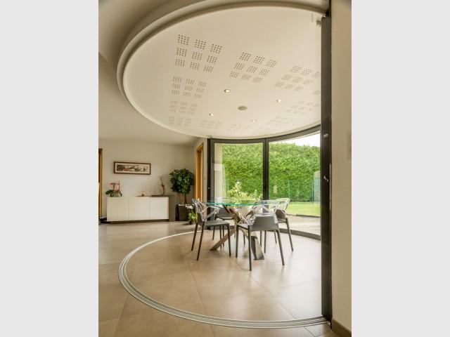 Une Salle Manger Dedans Dehors Avec Vue Panoramique Sur L 39 Ext Rieur