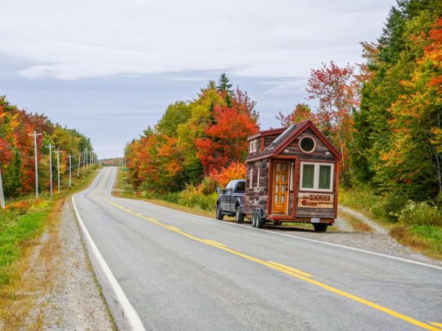Un road trip en mini-maison - Tiny House Giant Journey