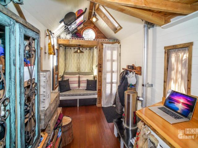 Un intérieur confortable et ordonné - Tiny House Giant Journey