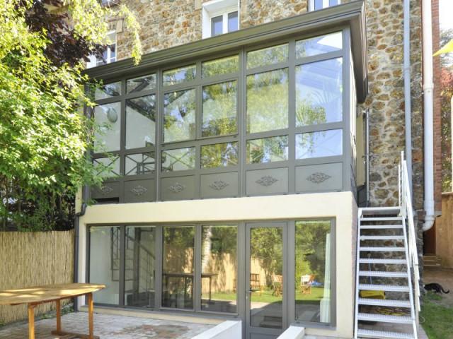 Extension une v randa sur 2 niveaux pour agrandir une maison en meuli re - Moderne entree veranda ...