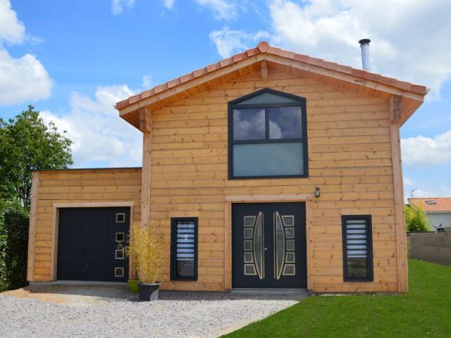 Une maison en bois massif inspir e des chalets scandinaves for Fiche technique construction maison