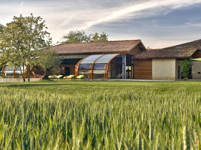 1 abri de piscine en bois ferme 1 hangar pour une piscine for Construction piscine zone agricole