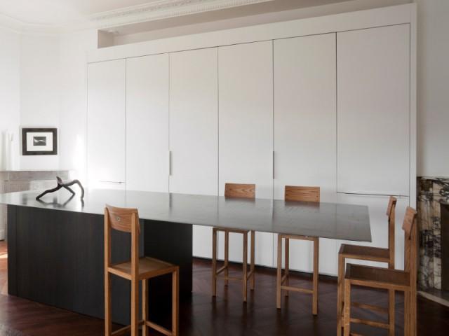 une cuisine sur mesure qui joue cache cache. Black Bedroom Furniture Sets. Home Design Ideas