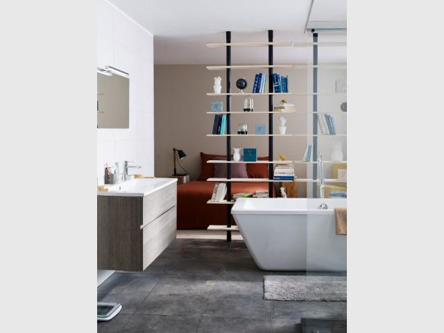 Suite parentale 10 solutions pour s parer la chambre de for Salle de bain dans chambre parentale