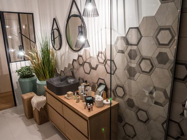 1 appartement con u par et pour la g n ration y for Carrelage hexagonal leroy merlin