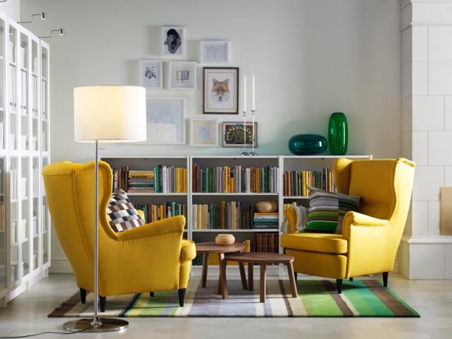 Des fauteuils jaunes et un tapis vert pour un salon bicolore - Bien intégrer la tendance jaune soleil dans mon intérieur