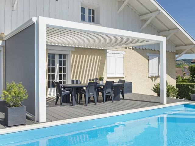 une pergola moderne pour un chalet rustique maisonapart. Black Bedroom Furniture Sets. Home Design Ideas