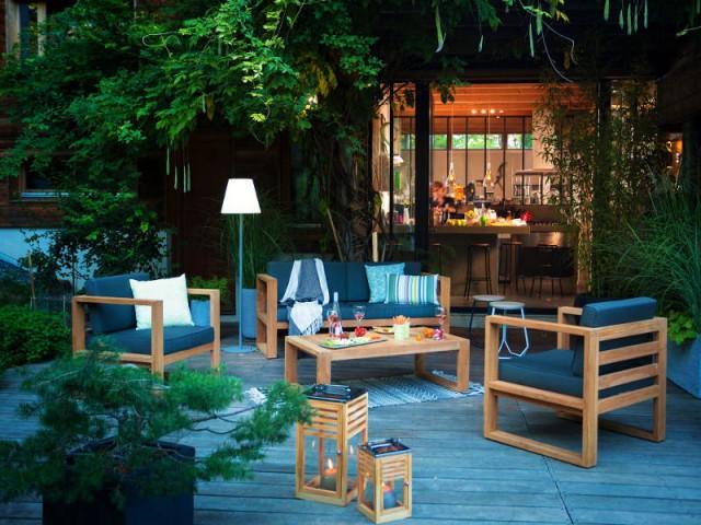 Des lanternes en bois pour un jardin naturel - Un jardin bien éclairé