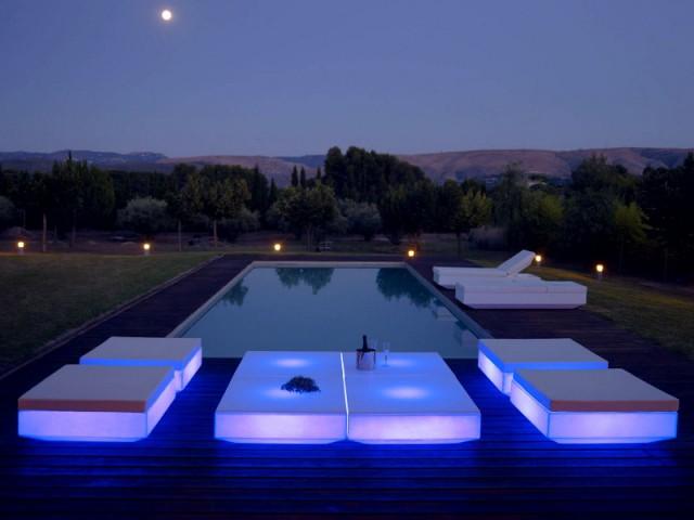 Du mobilier rétroéclairé pour un jardin futuriste - Un jardin bien éclairé