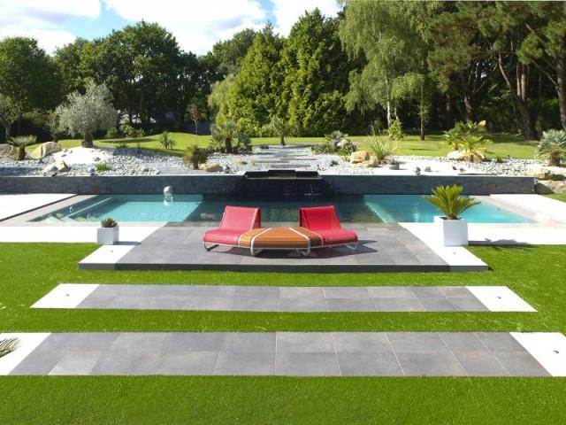 Jeux de couleurs pour une piscine quip e d 39 une fosse de - Amenagement piscine contemporaine marseille ...