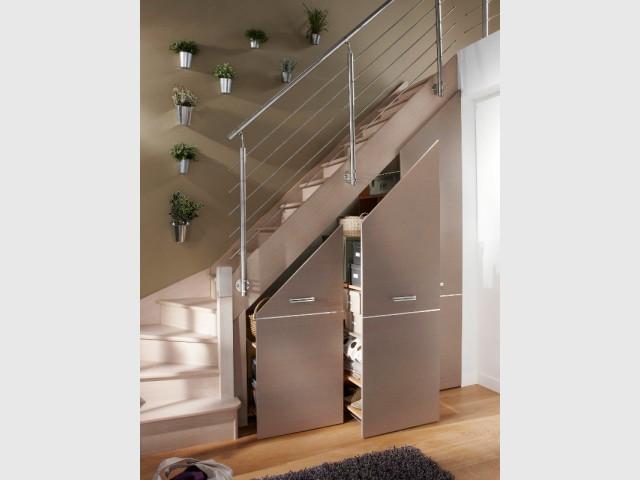 rangements et am nagements sous l 39 escalier 15 exemples. Black Bedroom Furniture Sets. Home Design Ideas