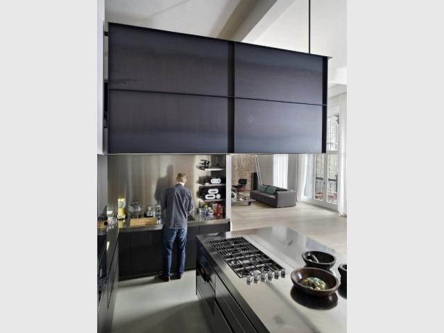 sous la mezzanine une cuisine ouverte et spacieuse maisonapart. Black Bedroom Furniture Sets. Home Design Ideas