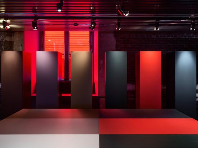 expo aux arts d co jean nouvel pr sente ses meubles d 39 architecte. Black Bedroom Furniture Sets. Home Design Ideas