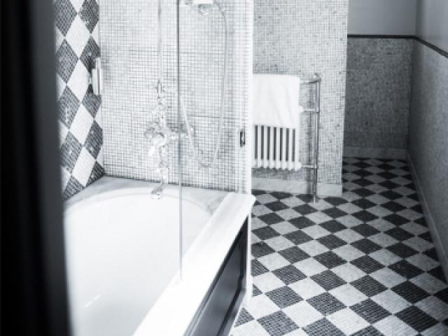 Vu à l'hôtel JoBo : un damier noir&blanc en mosaïque  - 10 idées déco vues à l'hôtel JoBo à Paris