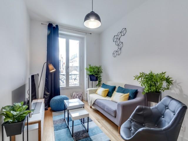 Une décoration moderne et colorée dans le salon