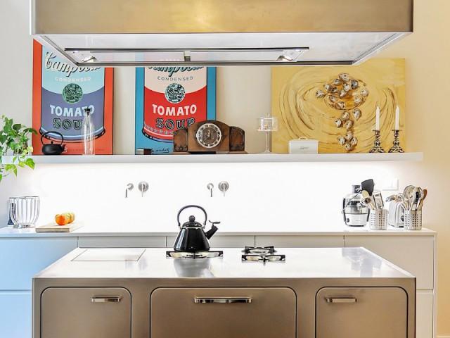 Une cuisine avec lot central mise sur l 39 inox pour devenir for Ilot inox cuisine