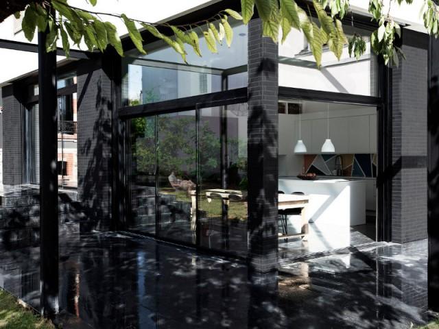 De larges baies vitrées pour ouvrir la maison