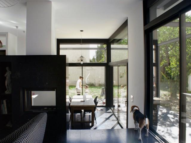 Une maison dedans/dehors grâce à des baies vitrées
