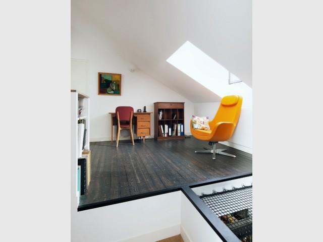 Un bureau ouvert et lumineux