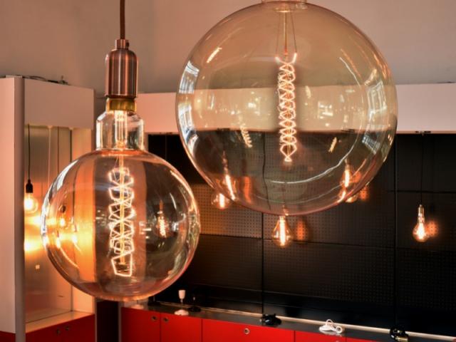 tendance quand l 39 ampoule devient objet de d co. Black Bedroom Furniture Sets. Home Design Ideas