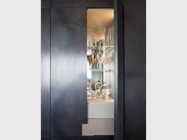 Des portes de placard recouvertes de calamine de fer
