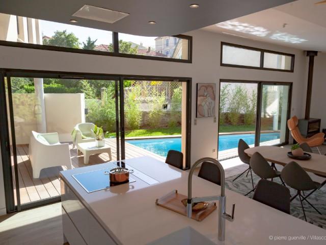 La lumière, un élément clé du projet - Une villa s'immisce dans un village provençal