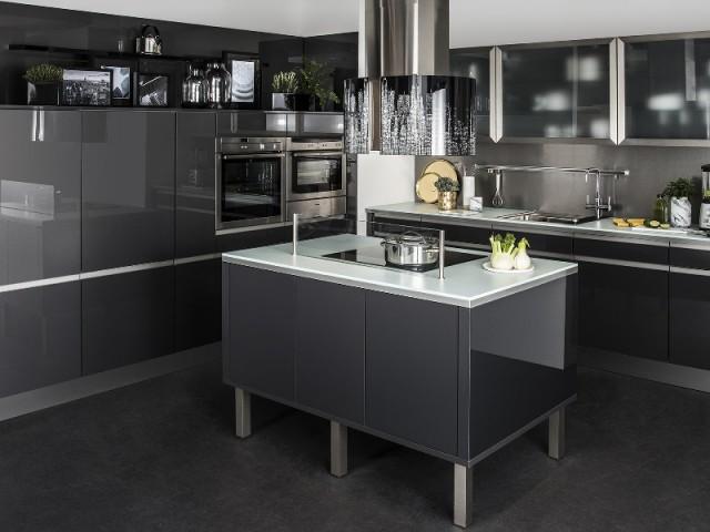 Des placards sans poignées pour une cuisine élégante