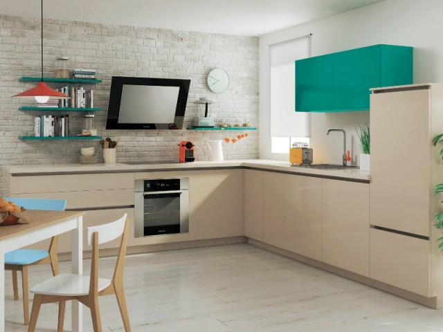 Des placards sans poignées pour une cuisine colorée