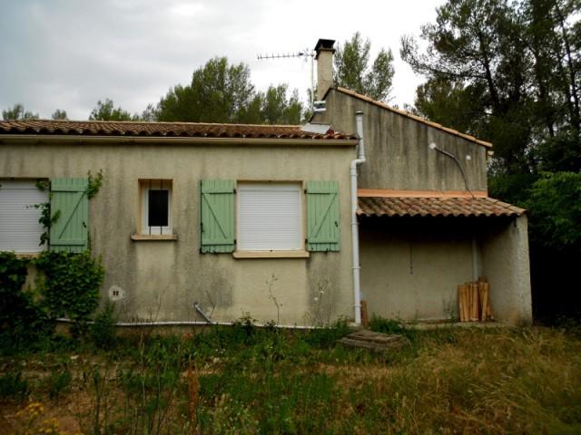 Avant : une façade est fermée - Un petit mazet provençal transformé