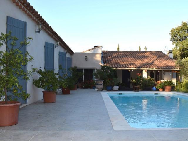 Du mazet vétuste à la villa confortable et moderne... - Un petit mazet provençal transformé