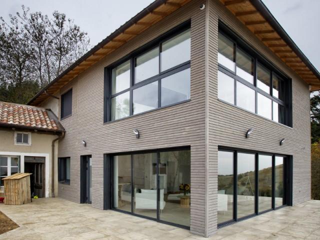 Des façades largement vitrées pour profiter de la vue - Là-haut sur la colline...