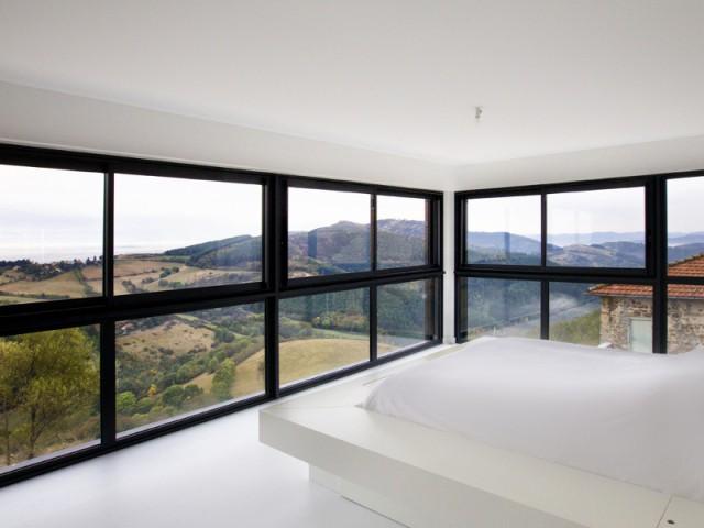 Un lit en lévitation pour mieux profiter de la vue  - Là-haut sur la colline...