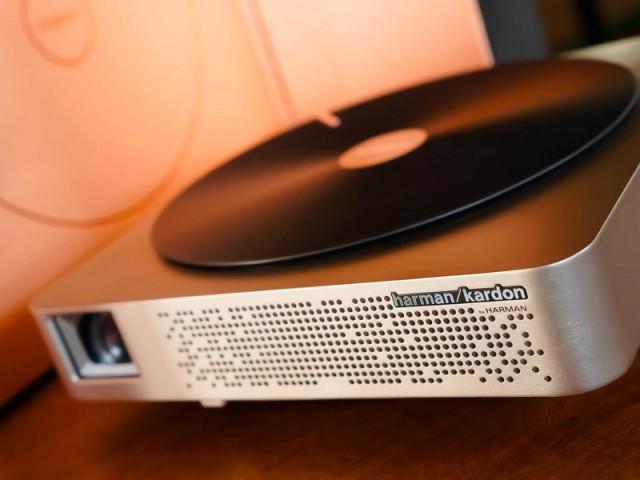 Z4 Aurora Screenless TV, le projecteur led 3D, récompensé au CES 2017