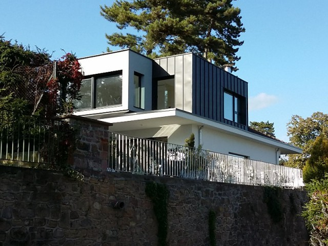 Un style contemporain qui se marie à une architecture des années 60