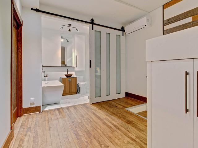 au qu bec une maison double visage ext rieur brique et int rieur bois. Black Bedroom Furniture Sets. Home Design Ideas